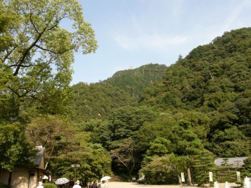 金華山頂上に岐阜城が鎮座している。