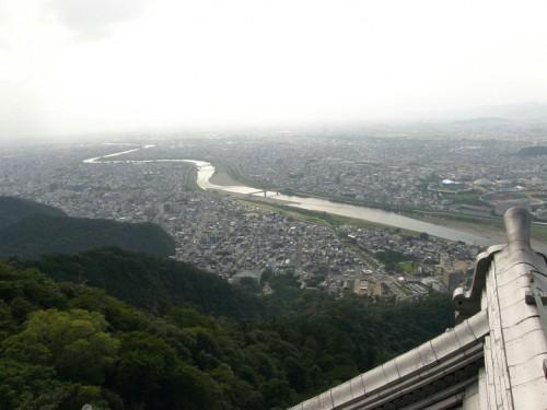 濃尾平野を一望。長良川が見える。