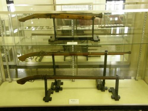 甲冑や火縄銃などの展示物が見れる。
