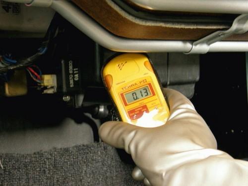エバポレーター周辺の放射線量を測定