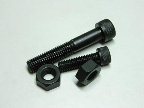 S45C以上の強度のあるボルトを使用