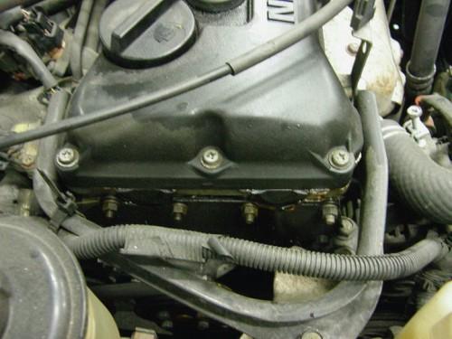 ヘッドカバーパッキン類からもエンジンオイル漏れ