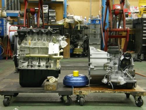新品のエンジンとリビルドATミッション