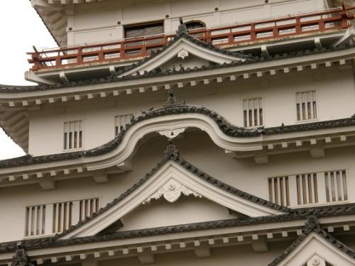 装飾された屋根が美しい