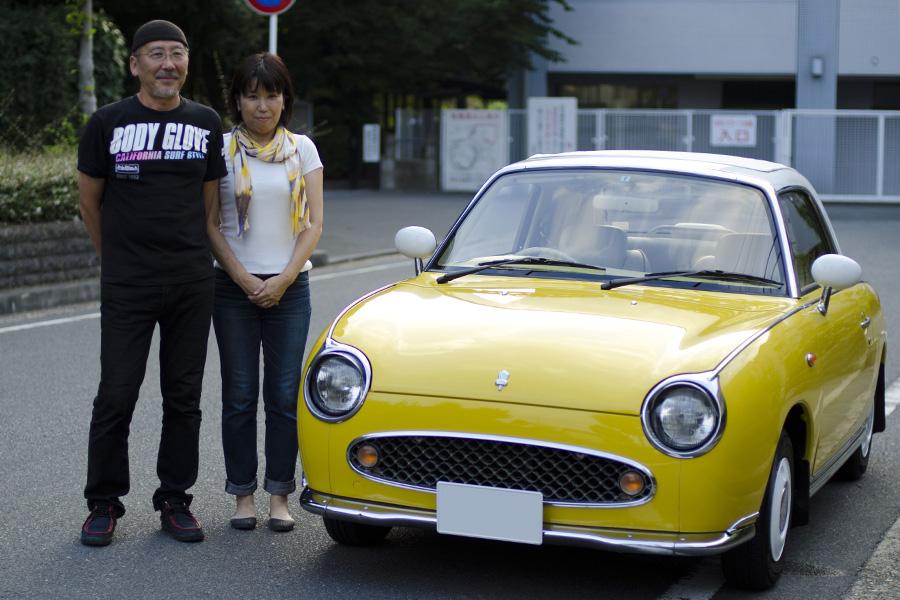 フィガロ納車おめでとうございます。 フィガロと記念撮影 この度はI様、フィガロ納車誠におめでとう