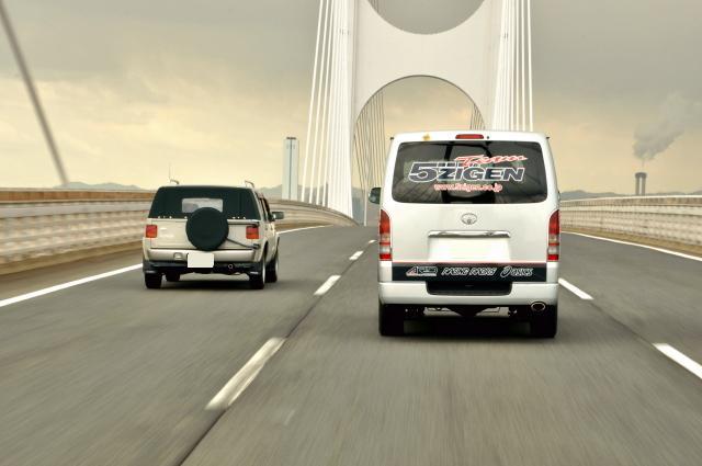 5ZIGENサポートカーとスピードウエル社ラシーントラベラー